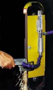 Kaltluftpistole im Kühleinsatz Cold Guns keep parts cool